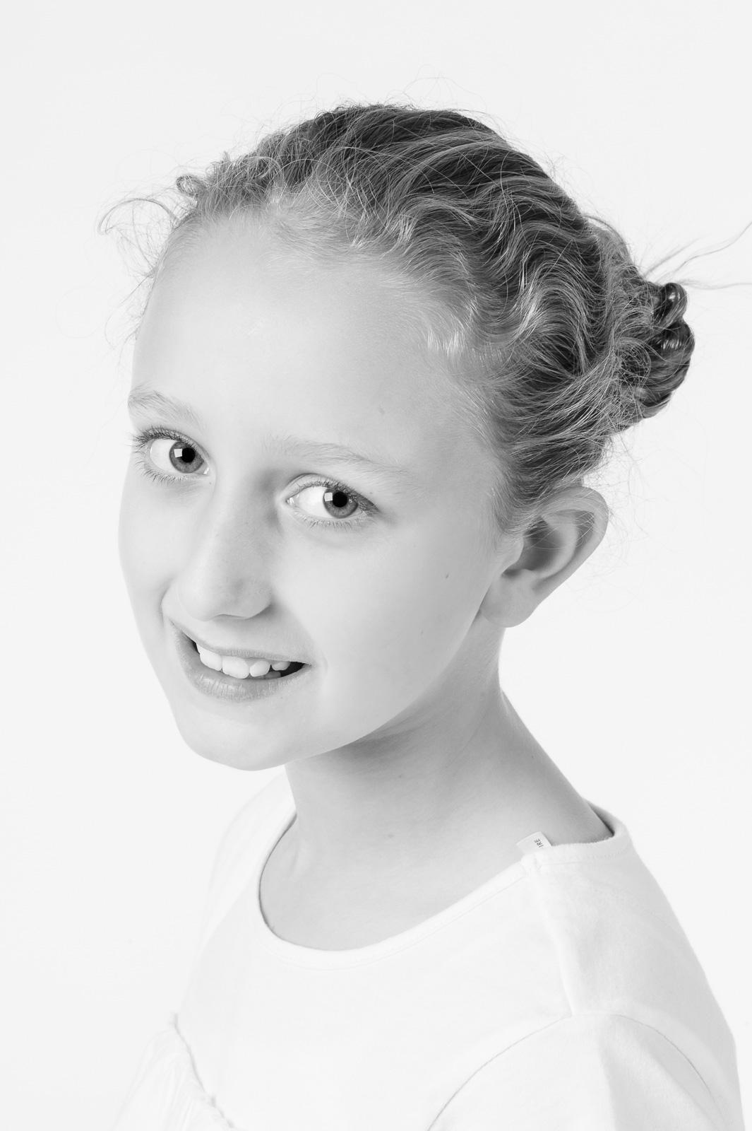 portrait photographer, portrait photography derby, Studio portrait of a young girl: Olivia - Family portrait