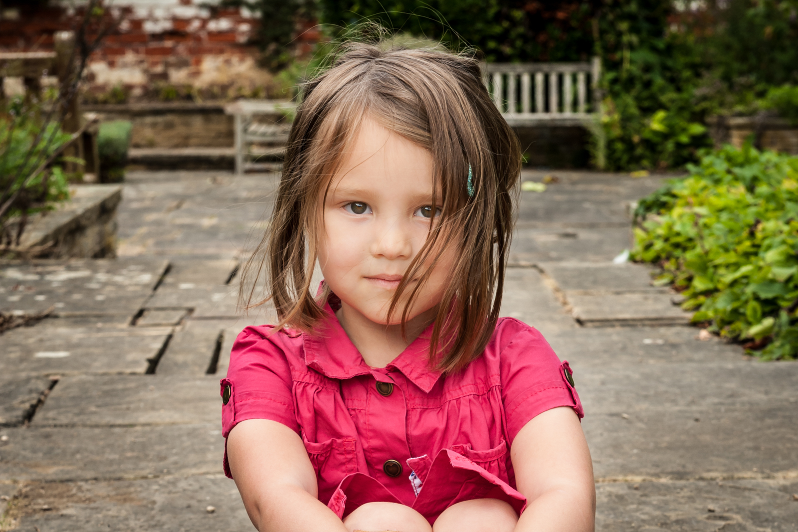 portrait photographer, portrait photography derby, Location family portrait of a young girl sitting in a garden