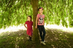 portrait photographer, portrait photography derby, Location family portrait of two young girls leaning against a tree